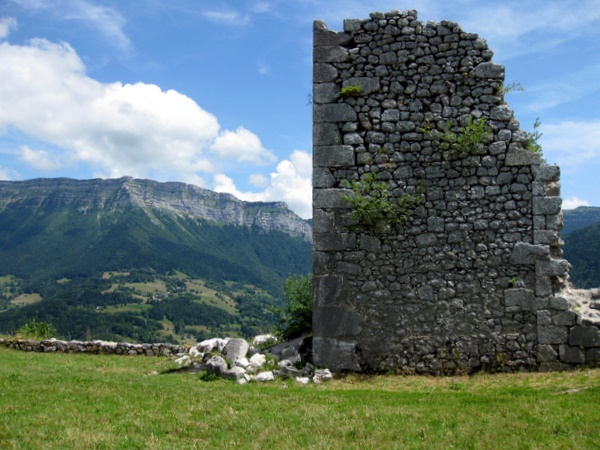 Photograph of le Chateau with l'Alpe behind, Grand Som