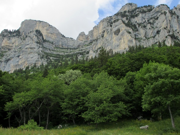 Photograph of the cirque of the Passage de l'Aup du Seuil from l'Alpette