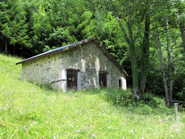 Photograph of a barn passed on the way up to les Echelles de Charminelles on the Grande Sure