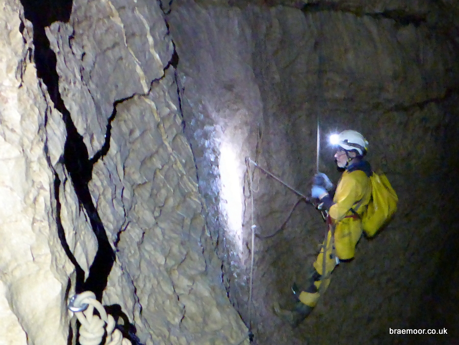Negotiating Puits Banane in Grotte du Guiers Mort Photograph: Graham Coates.