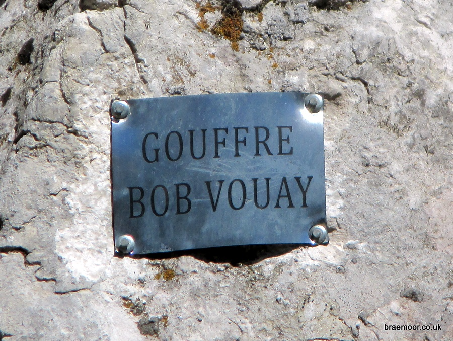 The identifying label above the entrance of Gouffre Bob Vouay